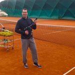 A teniszedzőm elzavarta az esküvőről a ceremóniamestert